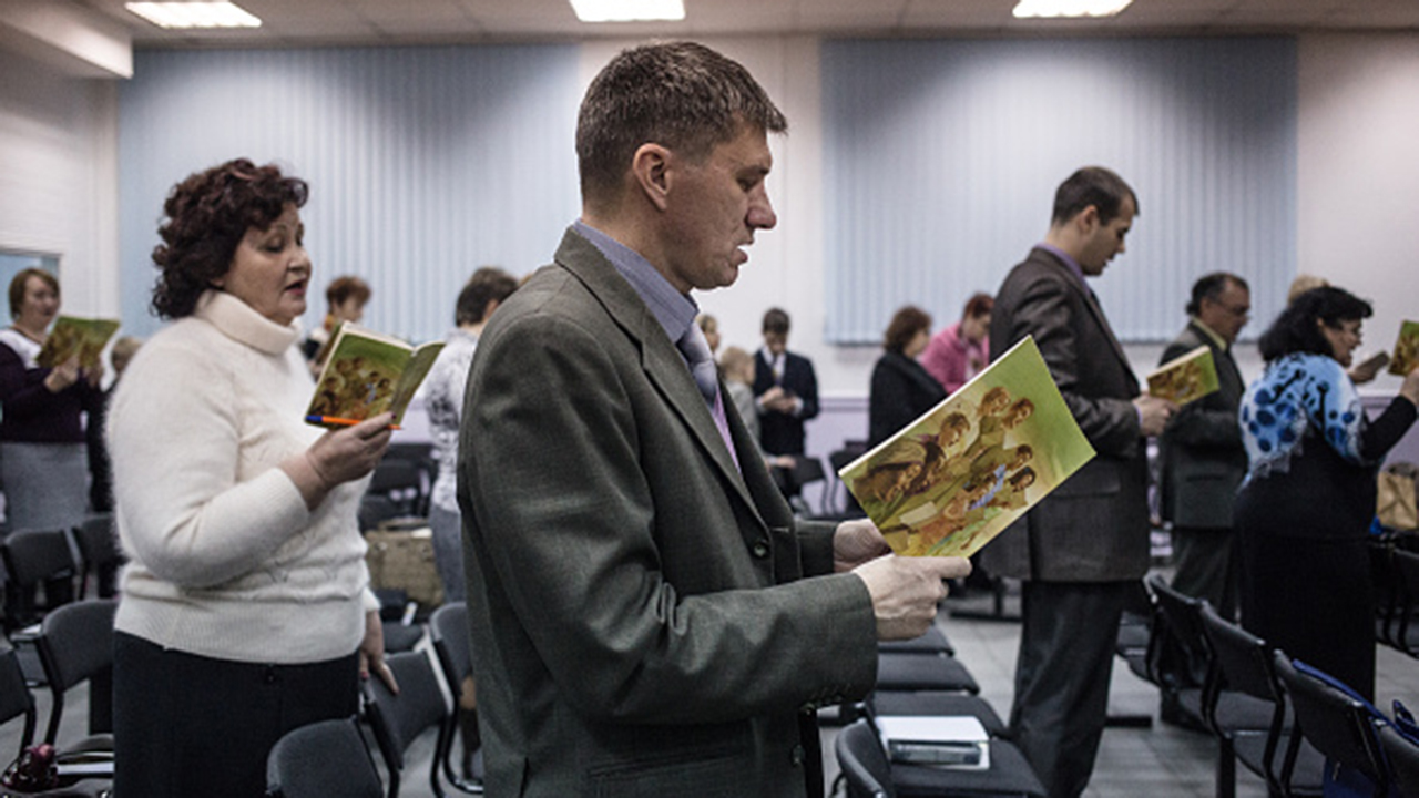 Russia adds 200 Jehovah's Witnesses to 'extremism,' 'terrorism' list