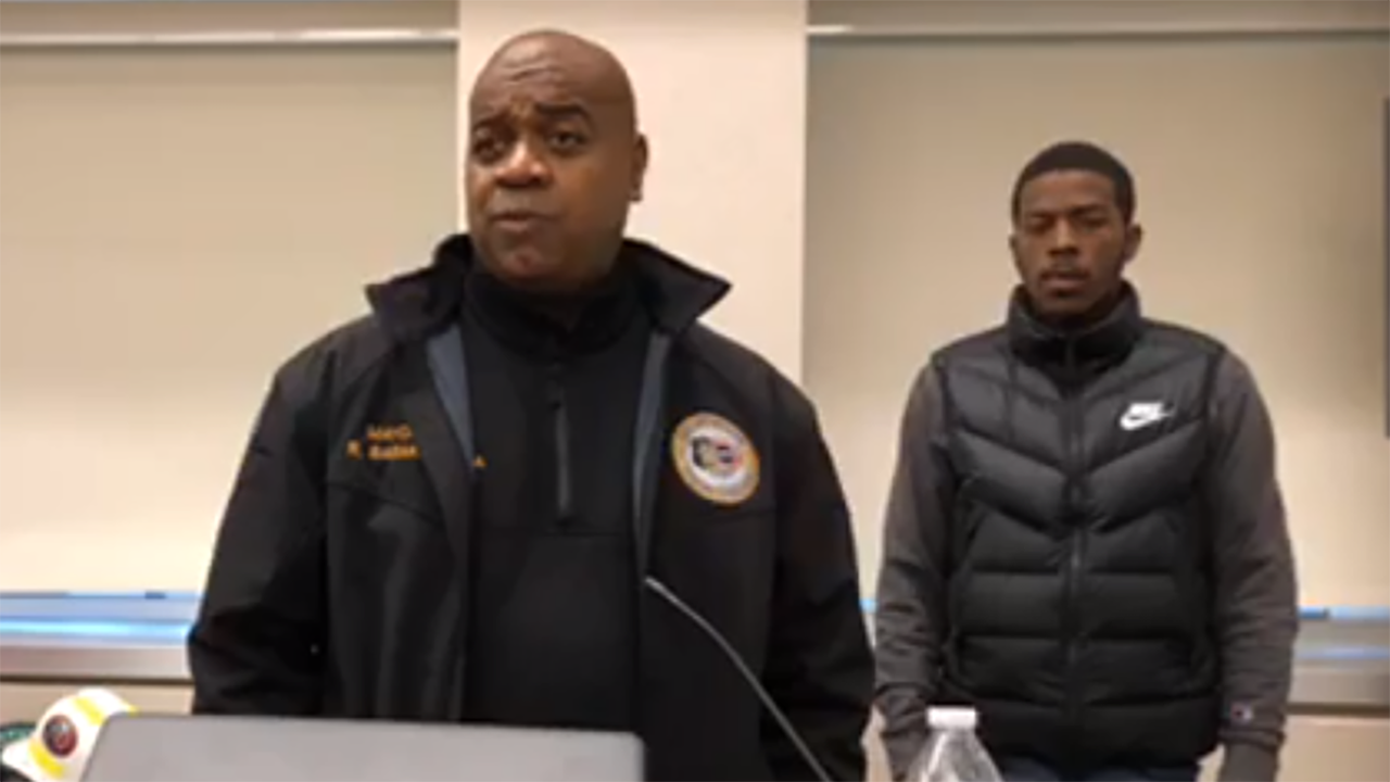 New Jersey δήμαρχος τονίζει την κοινωνική αποστασιοποίηση μετά το βίντεο δείχνει νέοι αψηφώντας την αστυνομία