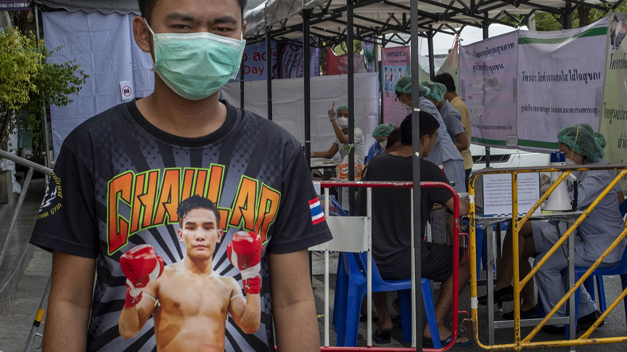 Kickboxing ταιριάζουν σε Μπανγκόκ οδηγεί σε άνοδο σε coronavirus λοιμώξεις