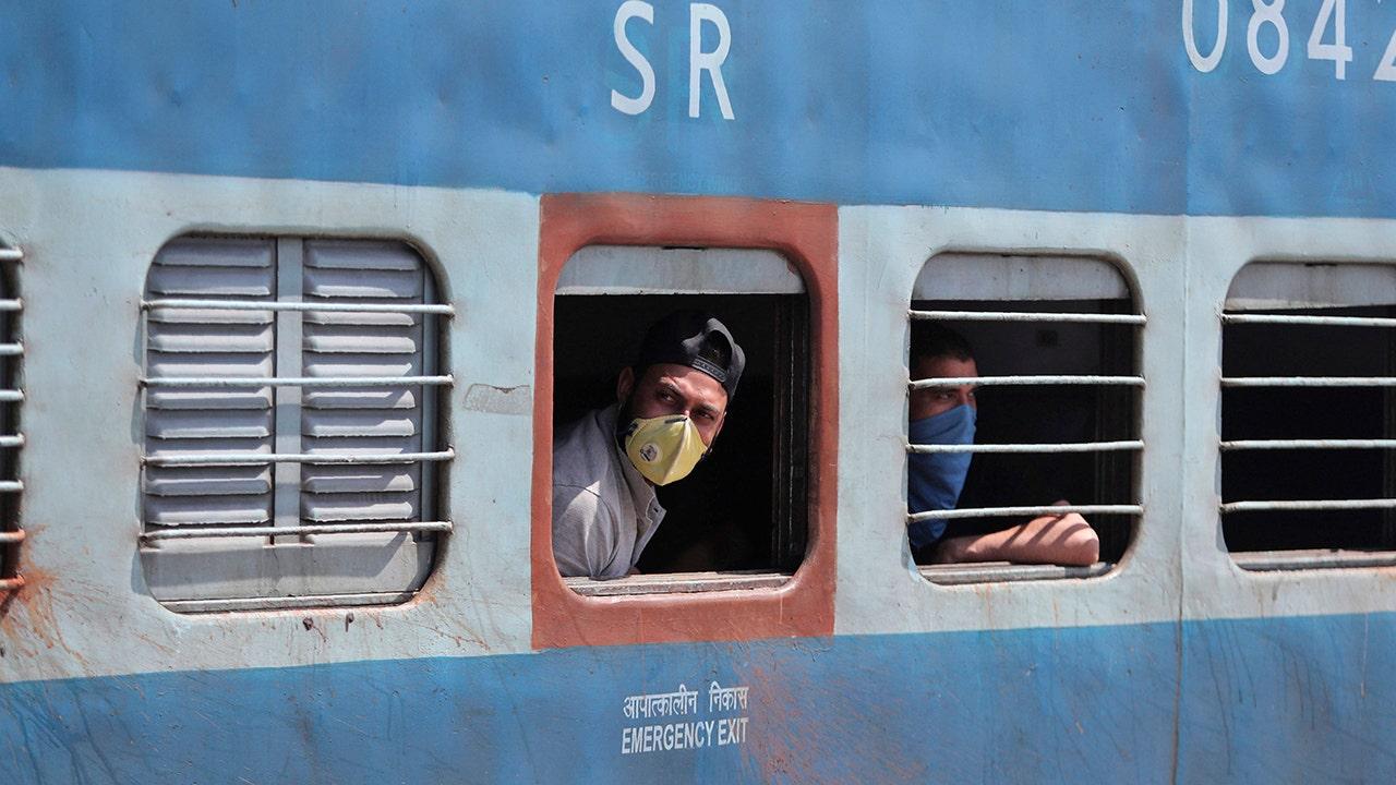 Κρίκετ κυβερνήτη, αστέρι του Bollywood στείλτε ιό μήνυμα στην Ινδία