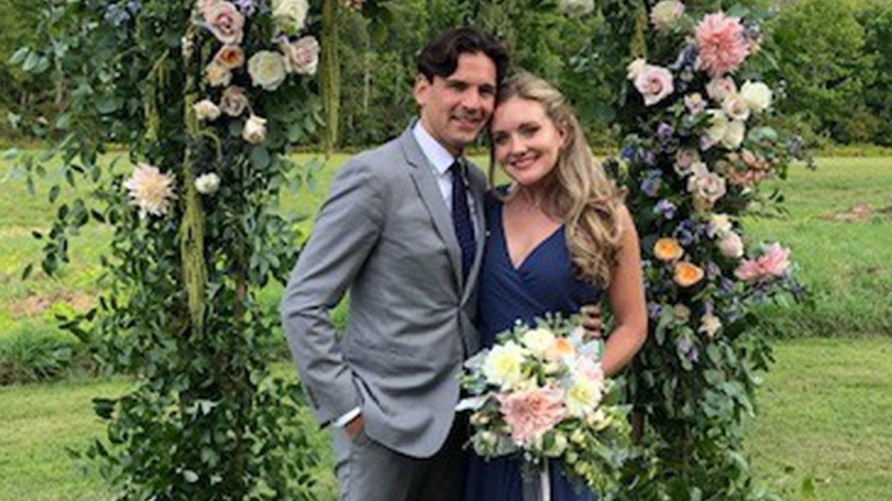 NYC δυο αυτοσχεδιάζει γάμο μετά COVID-19 διακόπτεται από τα αρχικά σχέδια