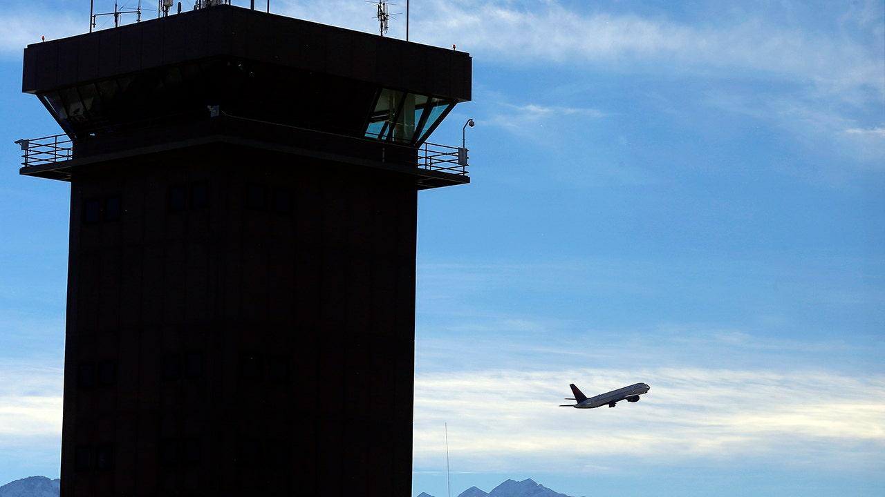 FAA προσωρινά σταματά NY-περιοχή της εναέριας κυκλοφορίας, μετά από μέλος του προσωπικού θετικό για COVID-19