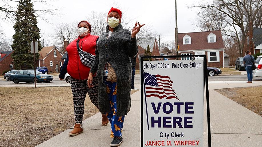 Εκλογές λήθη ως coronavirus ξέσπασμα καθυστερήσεις ψήφου σε τουλάχιστον 13 μέλη