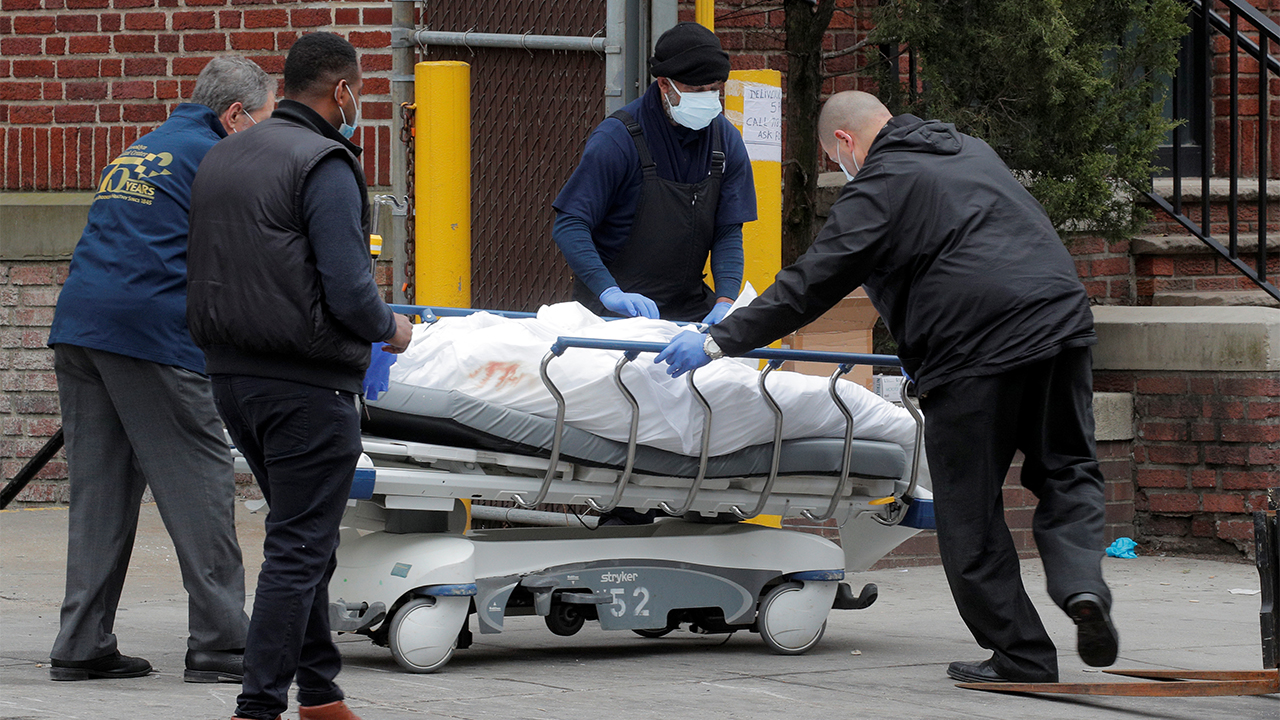 NYC-Krankenhäuser mit kühl-LKWs als provisorische Leichenhallen