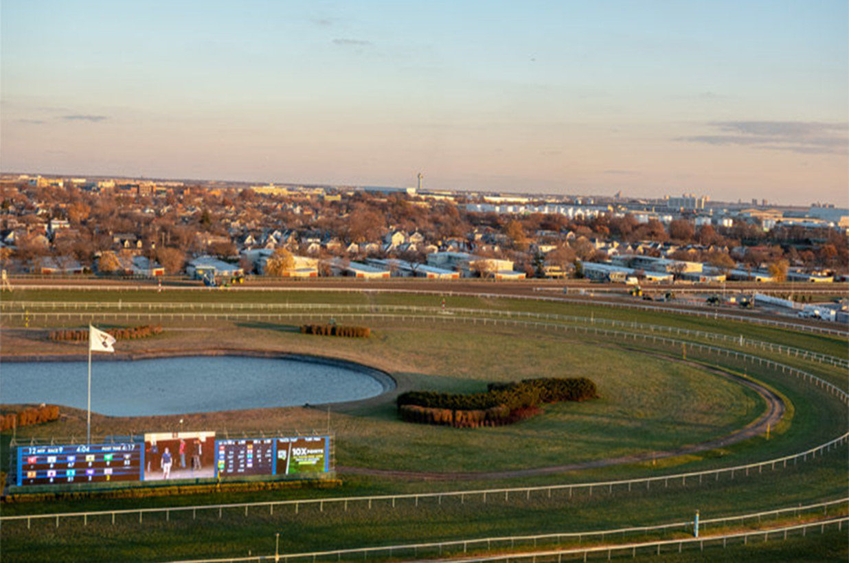 Amid coronavirus, 2 armed bandits in surgical masks steal over 200G from New York racetrack