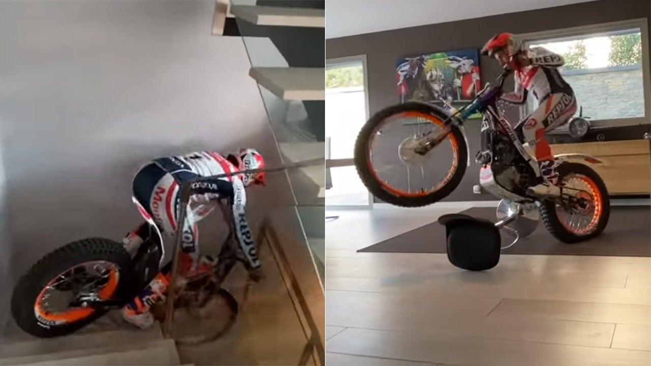 Μοτοσικλετών πρωταθλητή Toni Bou ακροβατικά γύρω από το σπίτι του κατά τη διάρκεια coronavirus καραντίνα