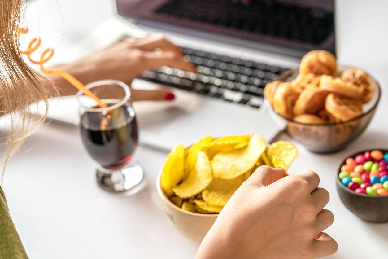 Corona-Virus-Ausbruch: Wie gesundes naschen Gewohnheiten beim arbeiten von zu Hause