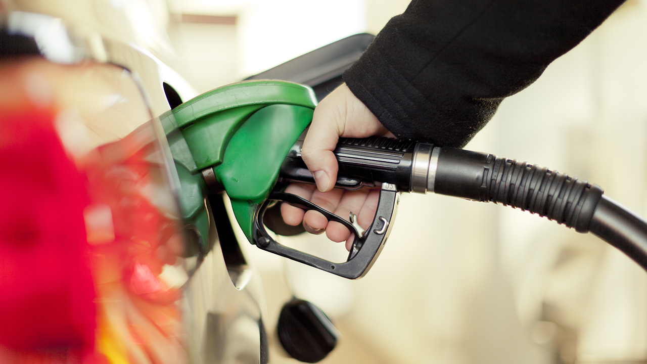 Coronavirus spurs Oregon to allow drivers to temporarily pump their own gas