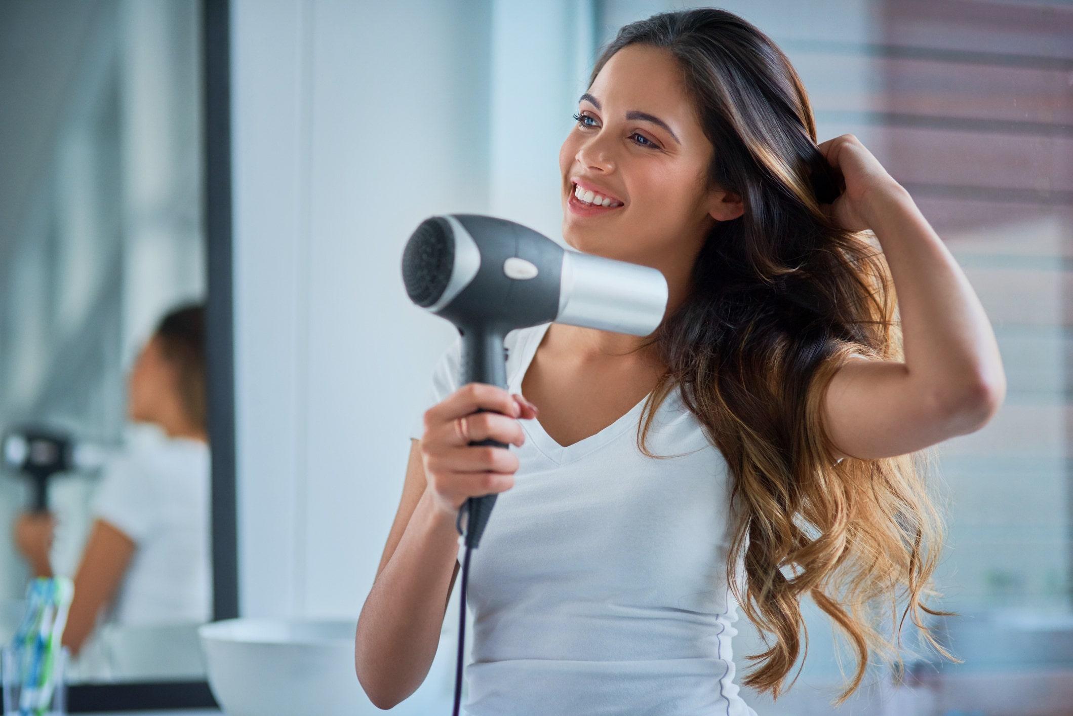 Cara menjaga rambut sehat tanpa ke salon
