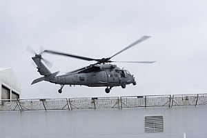 Navy helicopters deliver respirators to protect crew aboard USNS Comfort - fox