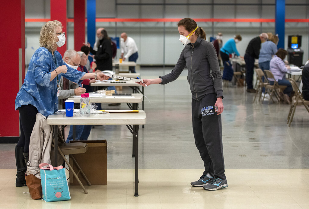 Wisconsin voters brave long lines to vote in primary amid coronavirus outbreak