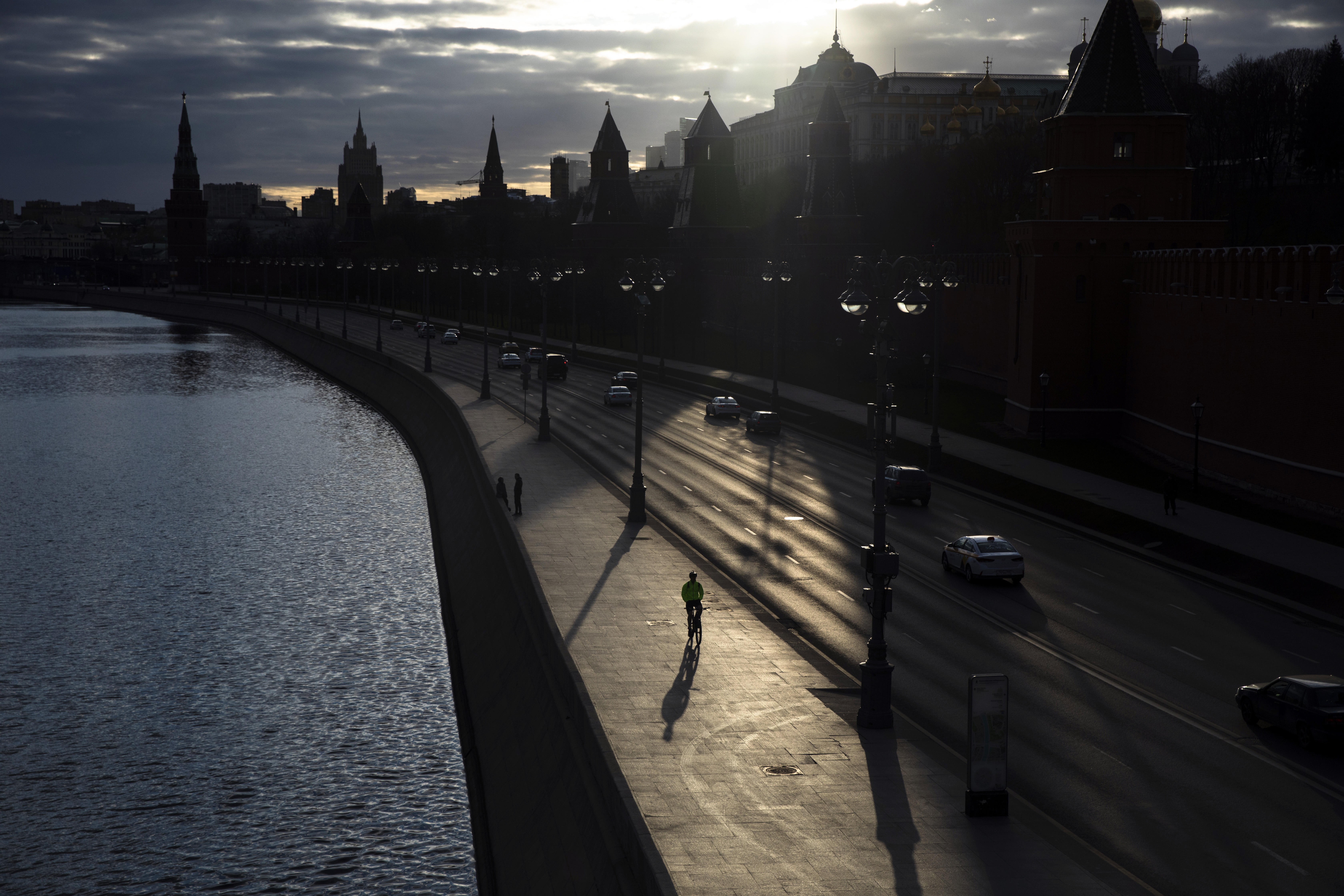 'Huge influx' of COVID-19 patients putting strain on Moscow hospitals, Kremlin says