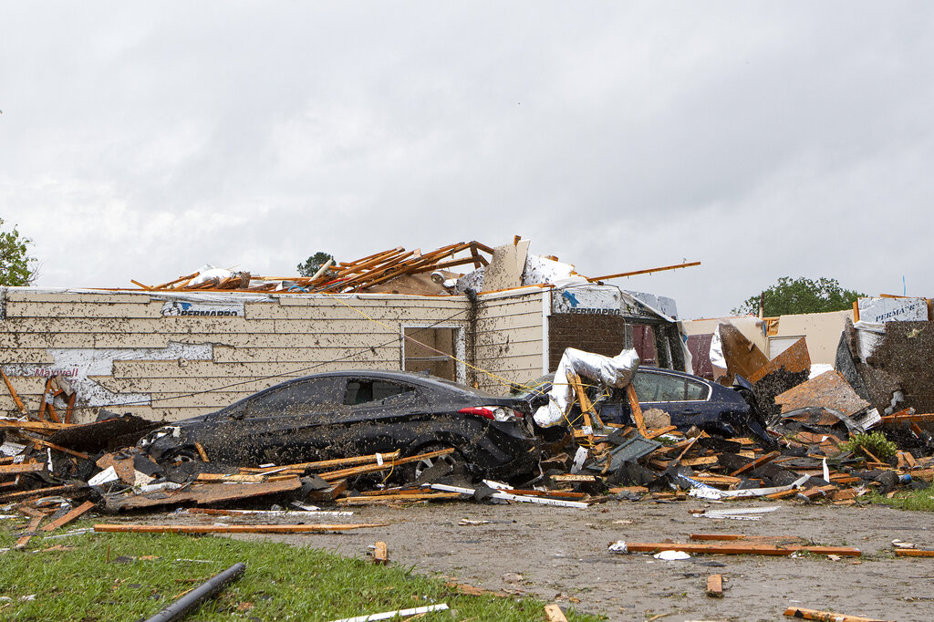 Tornadoes raging across South kill at least 6 in Mississippi, damage hundreds of buildings in Louisiana