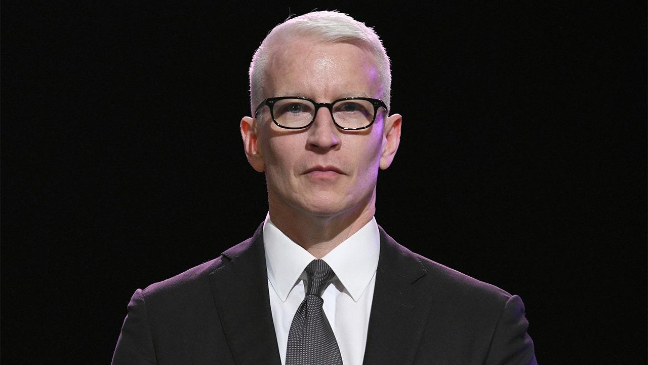 CNN ' s Anderson Cooper wirft Trump der 'Entführung' White House presser, trashes seine Antwort auf den Ausbruch