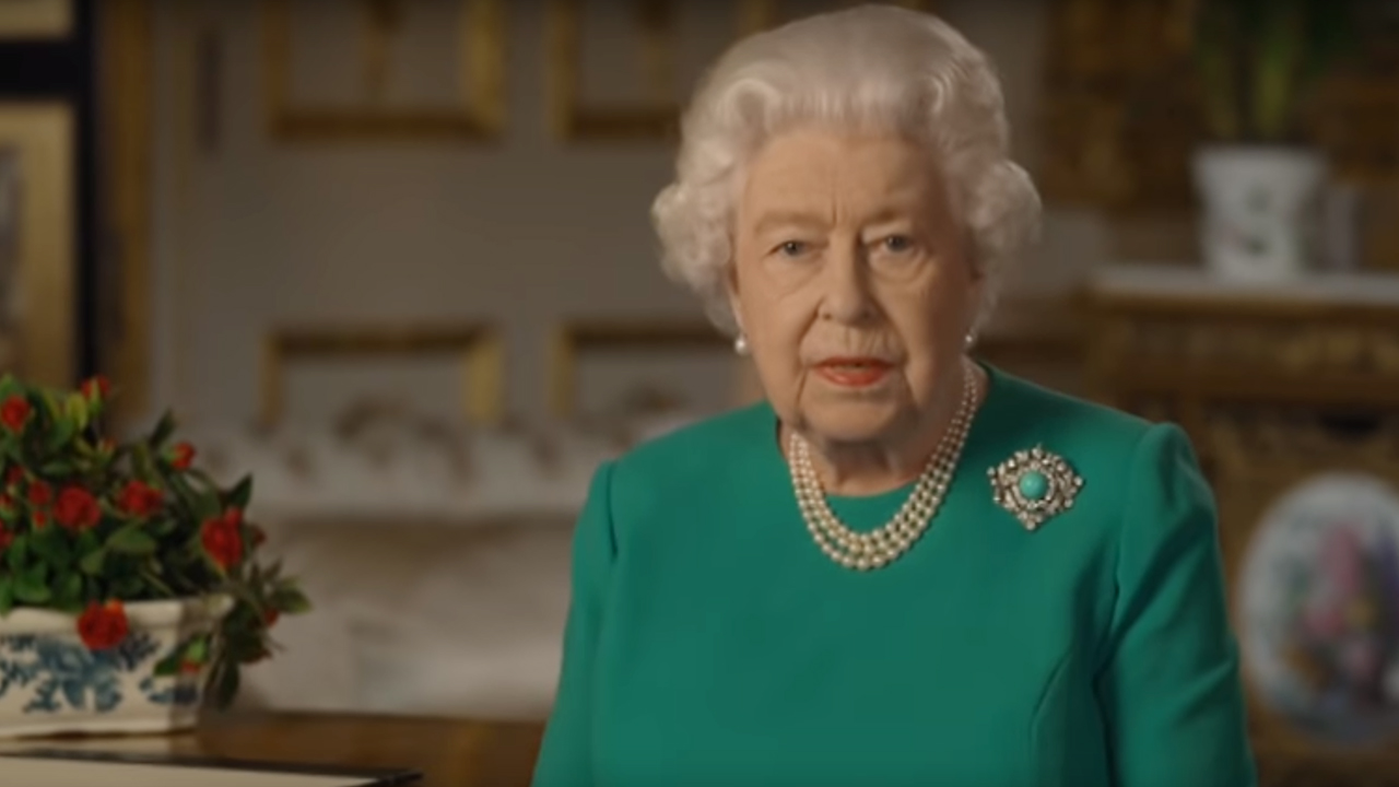 Ratu Elizabeth II menarik pujian online berikut coronavirus alamat