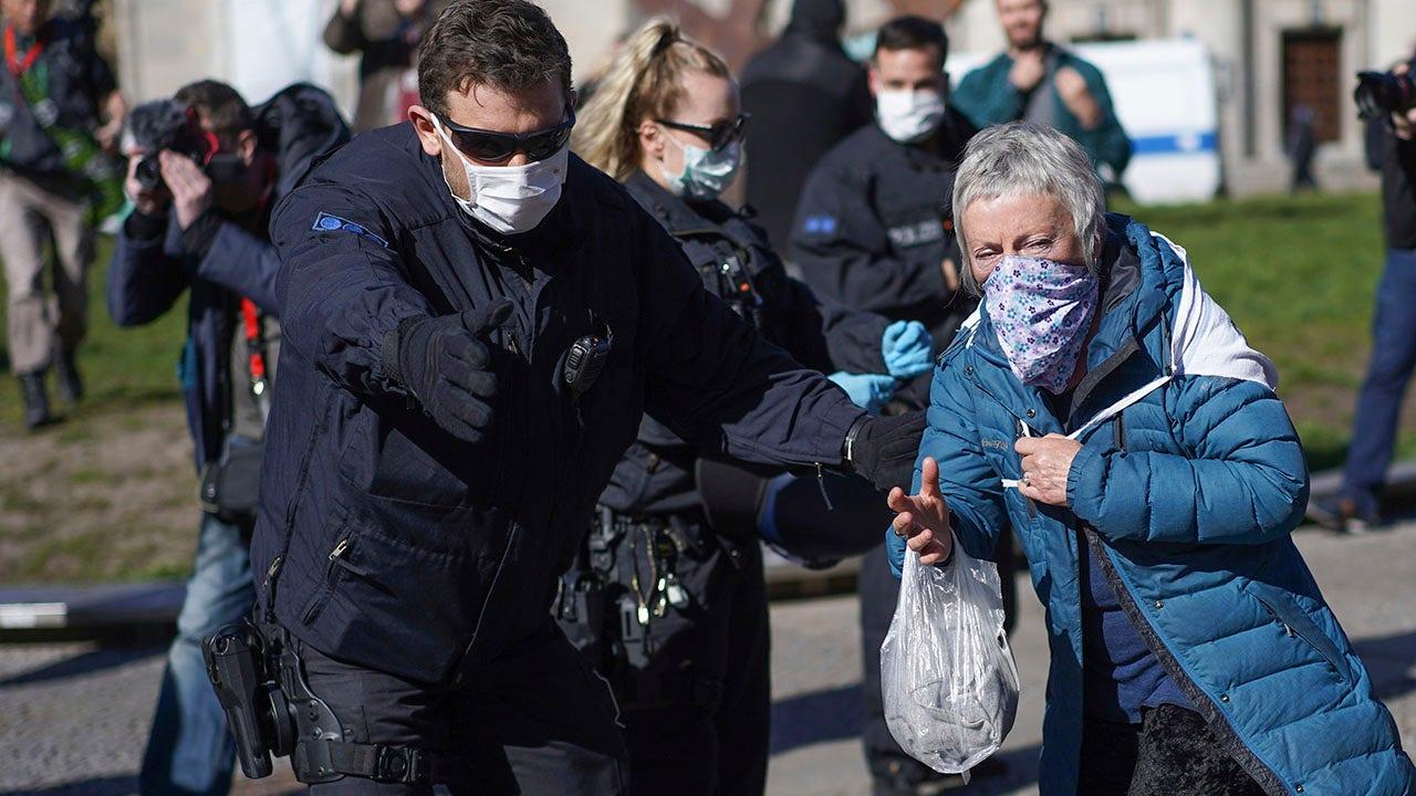 Jerman menguraikan rencana untuk bersantai coronavirus lockdown, melanjutkan kehidupan sehari-hari