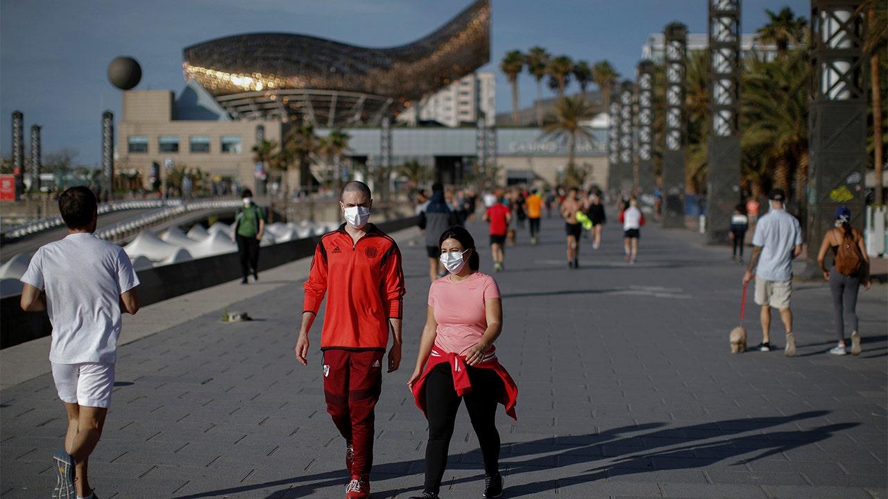 Tây Ban Nha mở cửa trở lại đất nước cho khách du lịch quốc tế vào tháng 7 khi dịch coronavirus bùng phát, Thủ tướng nói