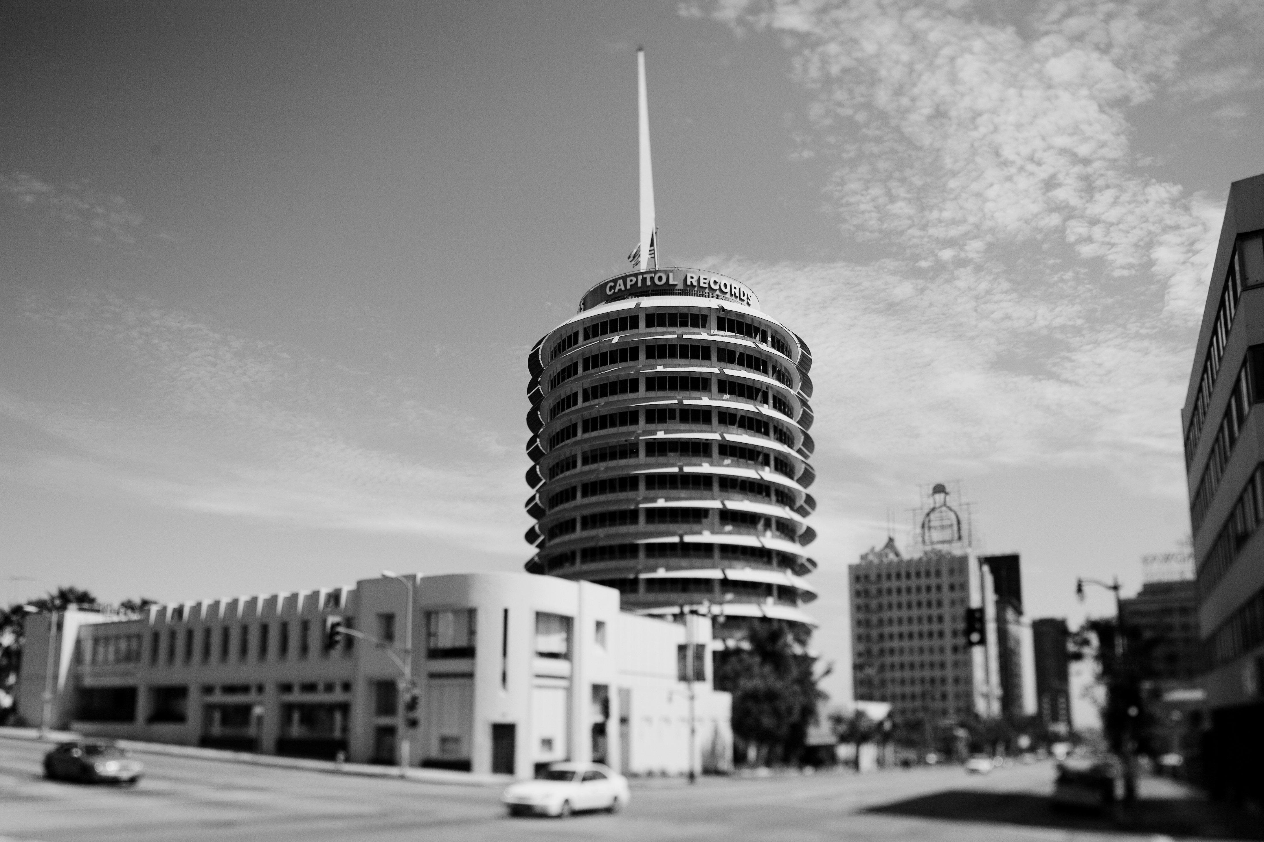 Ngành công nghiệp âm nhạc tổ chức 'Black Out Saturday' để đáp lại cái chết của George Floyd