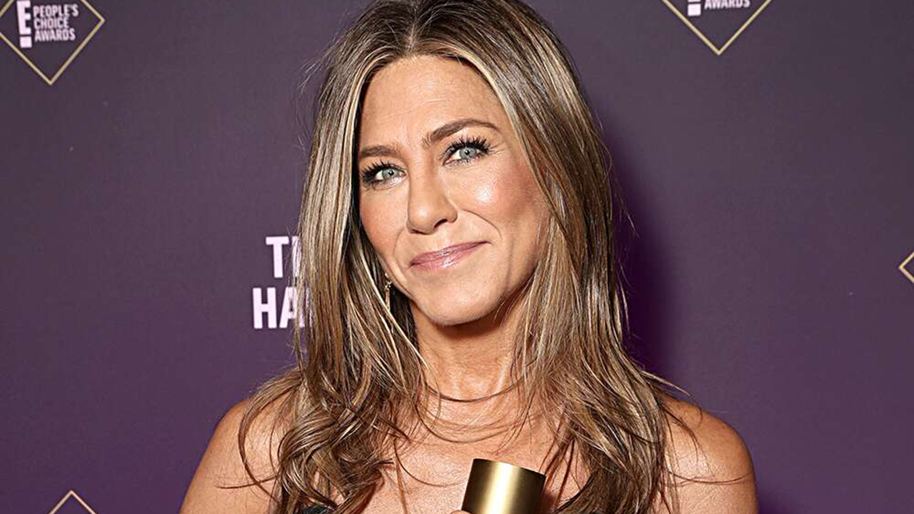 How Jennifer Aniston, Rachel Brosnahan and more stars prepped for the 2020 Emmys - fox