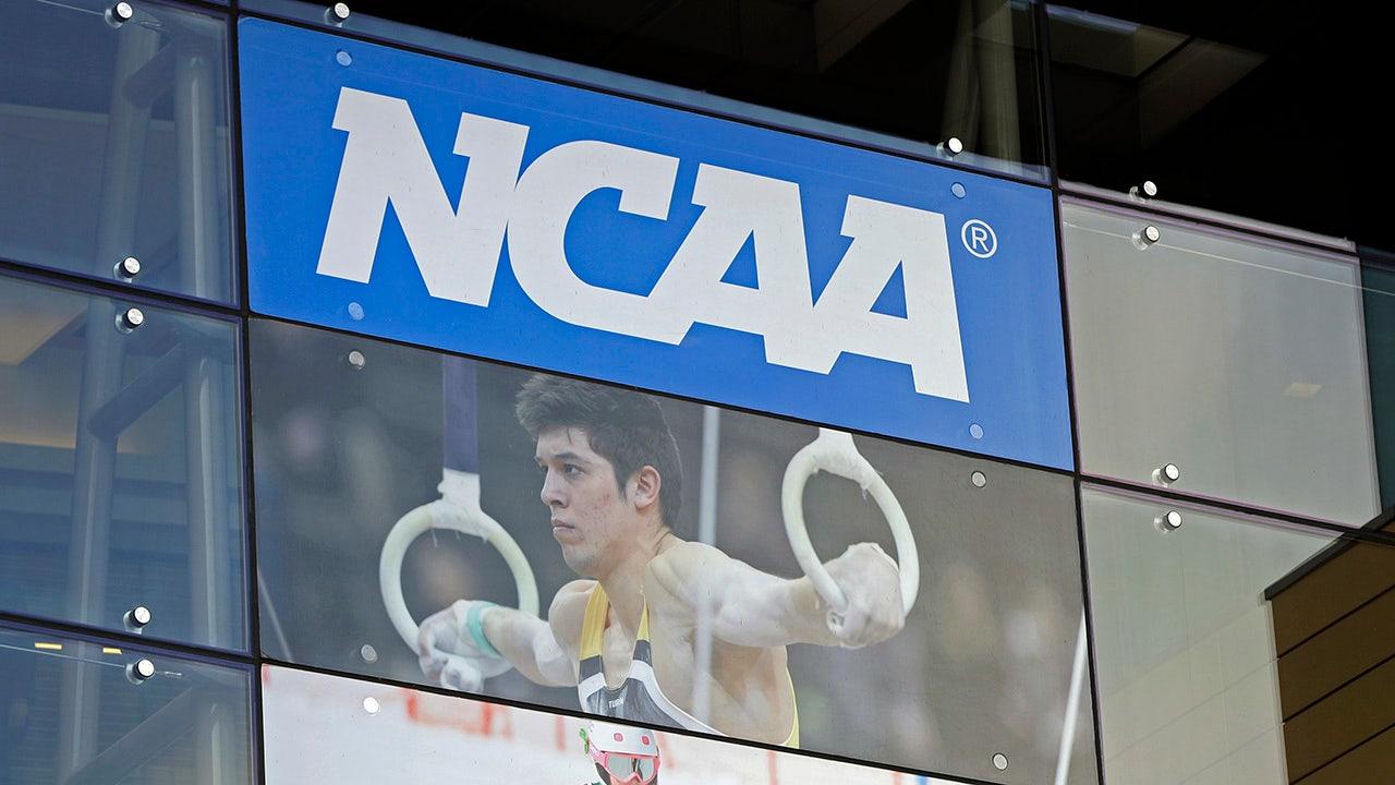 NCAA hủy bỏ chức vô địch khi bóng đá lớn diễn ra