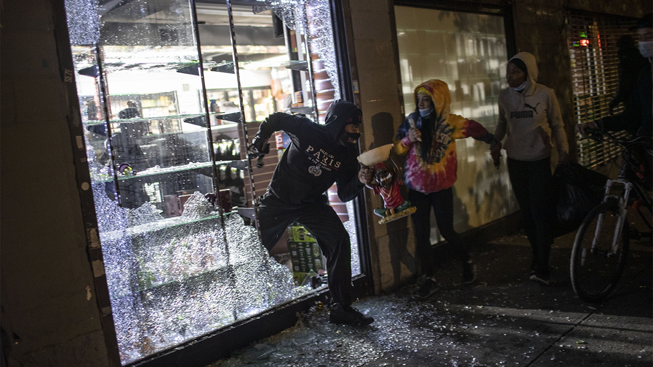 Westlake Legal Group NY-curfew-2 NYPD officer criticized for pointing gun at protesters was reacting after his supervisor was hit by brick: union Greg Norman fox-news/us/us-regions/northeast/new-york fox-news/us/new-york-city fox-news/us/crime/police-and-law-enforcement fox-news/us/crime fox-news/person/george-floyd fox-news/person/bill-de-blasio fox news fnc/us fnc da066e4a-6080-53ae-8665-c50745e56e5f article