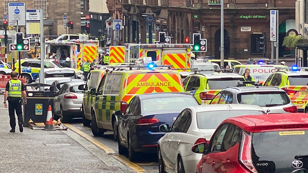 Six individuals, together with police officer, stabbed in Glasgow; suspect useless, cops say - Fox News thumbnail
