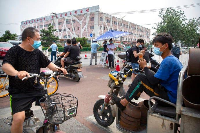 Beijing closes food market, locks down district after new coronavirus outbreak thumbnail