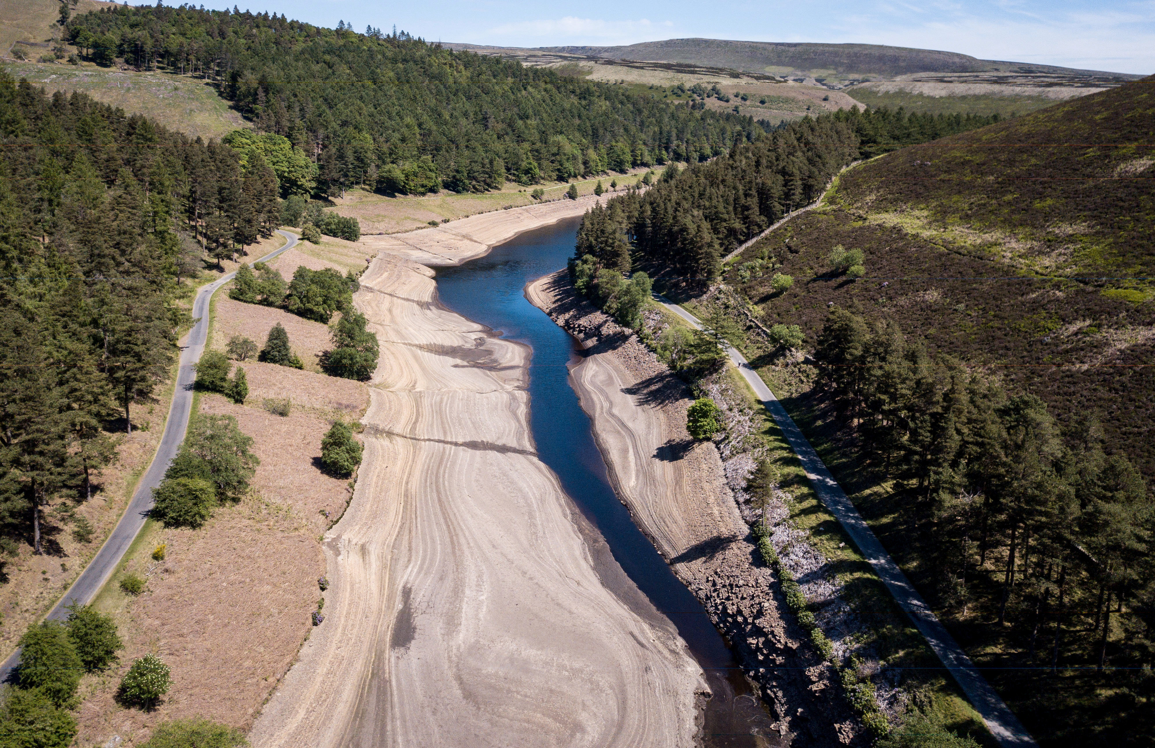 Dramatic images show how huge reservoir dwindled to a tiny stream in heat wave - fox