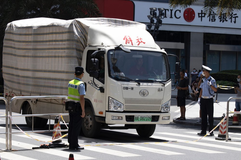 Moving trucks with diplomatic plates spotted leaving US consulate in China as police clear pedestrians – Fox News