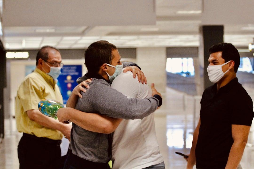 Sinh viên Mỹ bị nhốt trong nhà tù Ai Cập trong hơn một năm mà không bị xét xử được trả tự do, trở về Mỹ