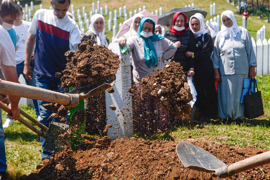Những người sống sót, các nhà lãnh đạo thế giới, kỷ niệm 25 năm vụ thảm sát Srebrenica