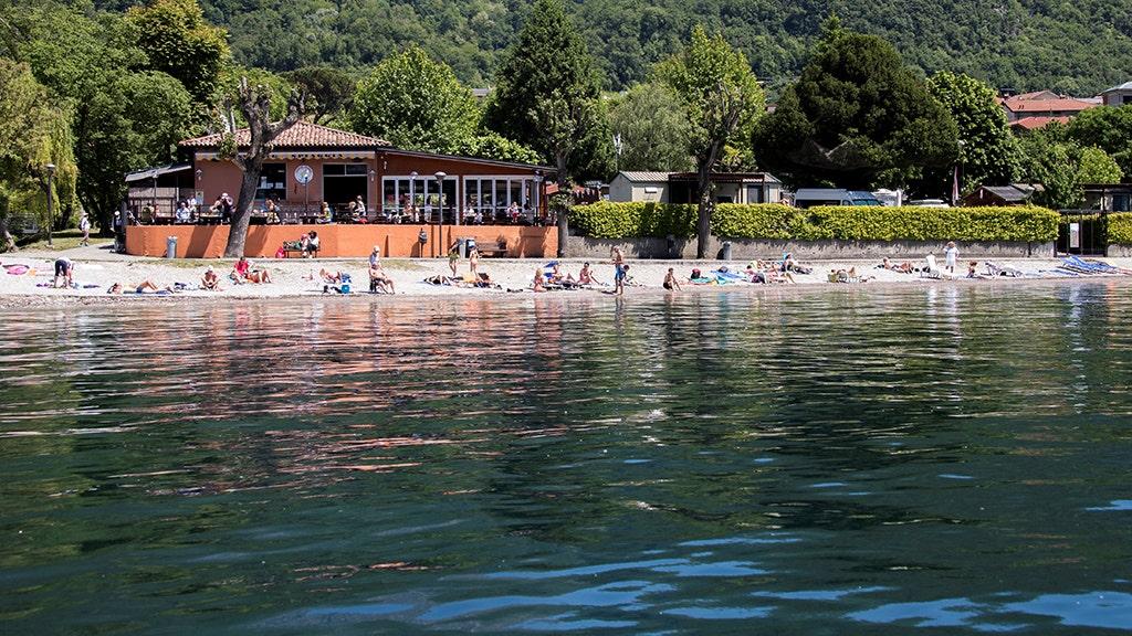 Những người khỏa thân ở bãi biển Ý bị phạt giữa lúc thực thi coronavirus