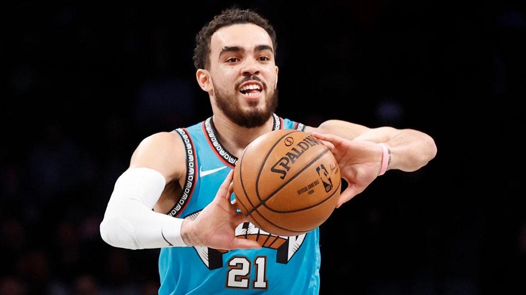 Tyus Jones của Grizzlies tìm thấy sự bất ngờ không thể nghi ngờ trên sàn tại bong bóng NBA: 'Oh nah'
