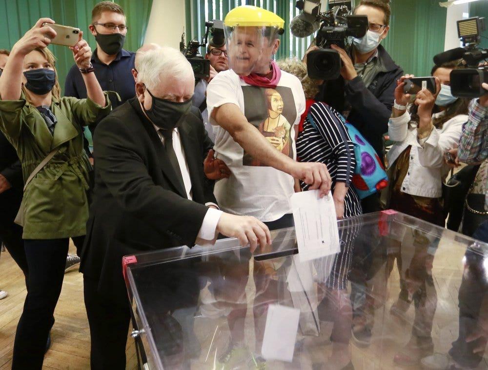 Cuộc bầu cử tổng thống của Ba Lan quá gần để gọi, kết quả ban đầu cho thấy
