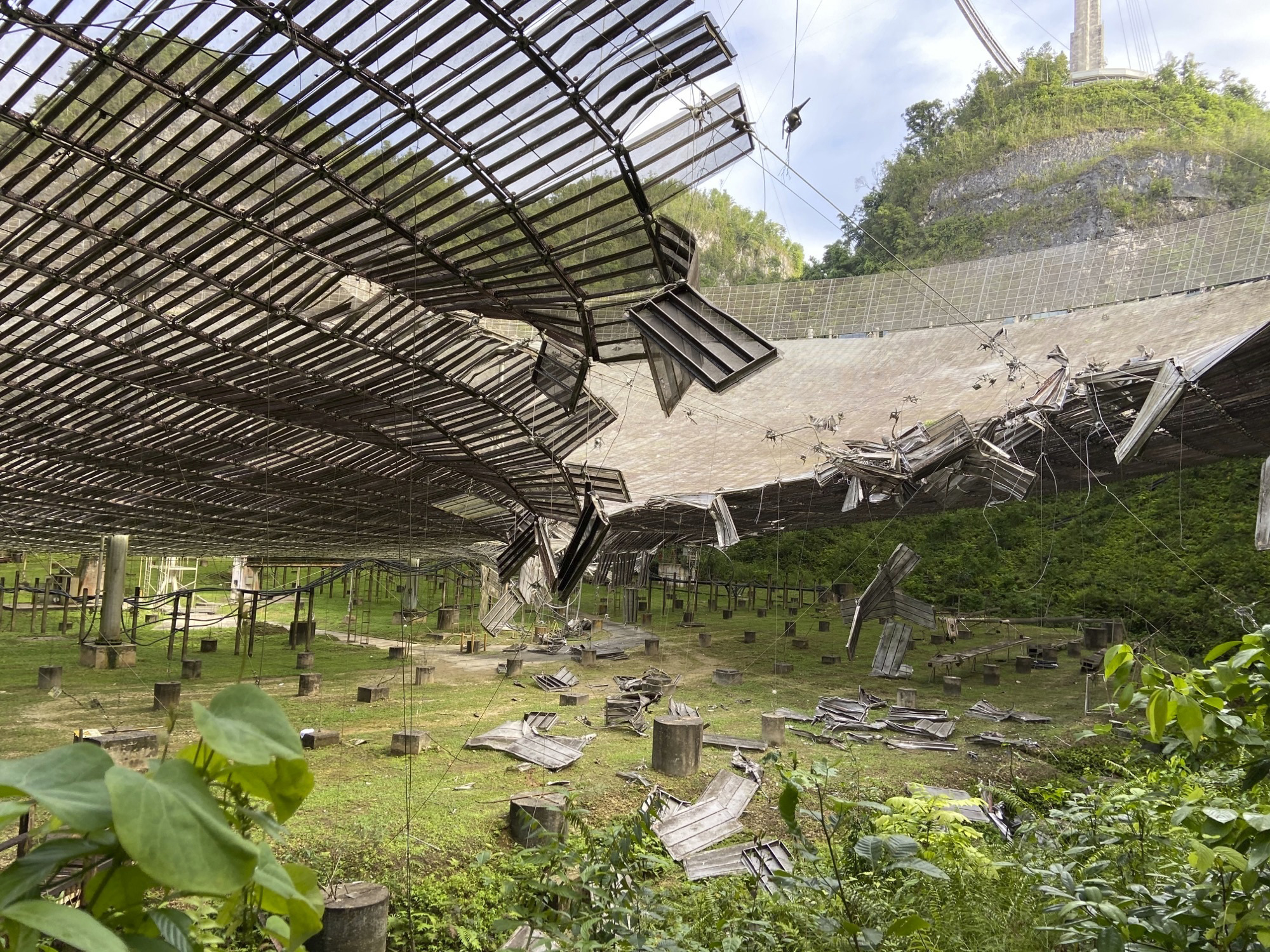Giant telescope in Puerto Rico damaged by broken cable