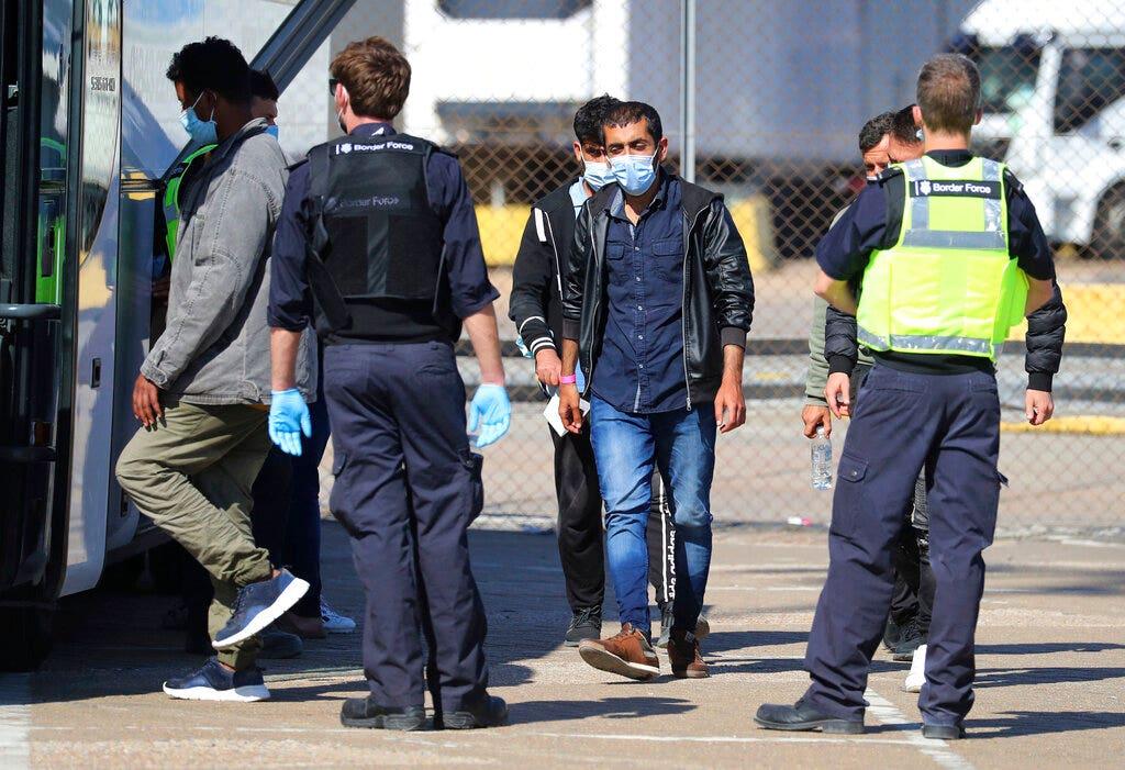 Vương quốc Anh cam kết ngăn chặn làn sóng nhập cư bất hợp pháp 'kinh hoàng' trên Kênh tiếng Anh