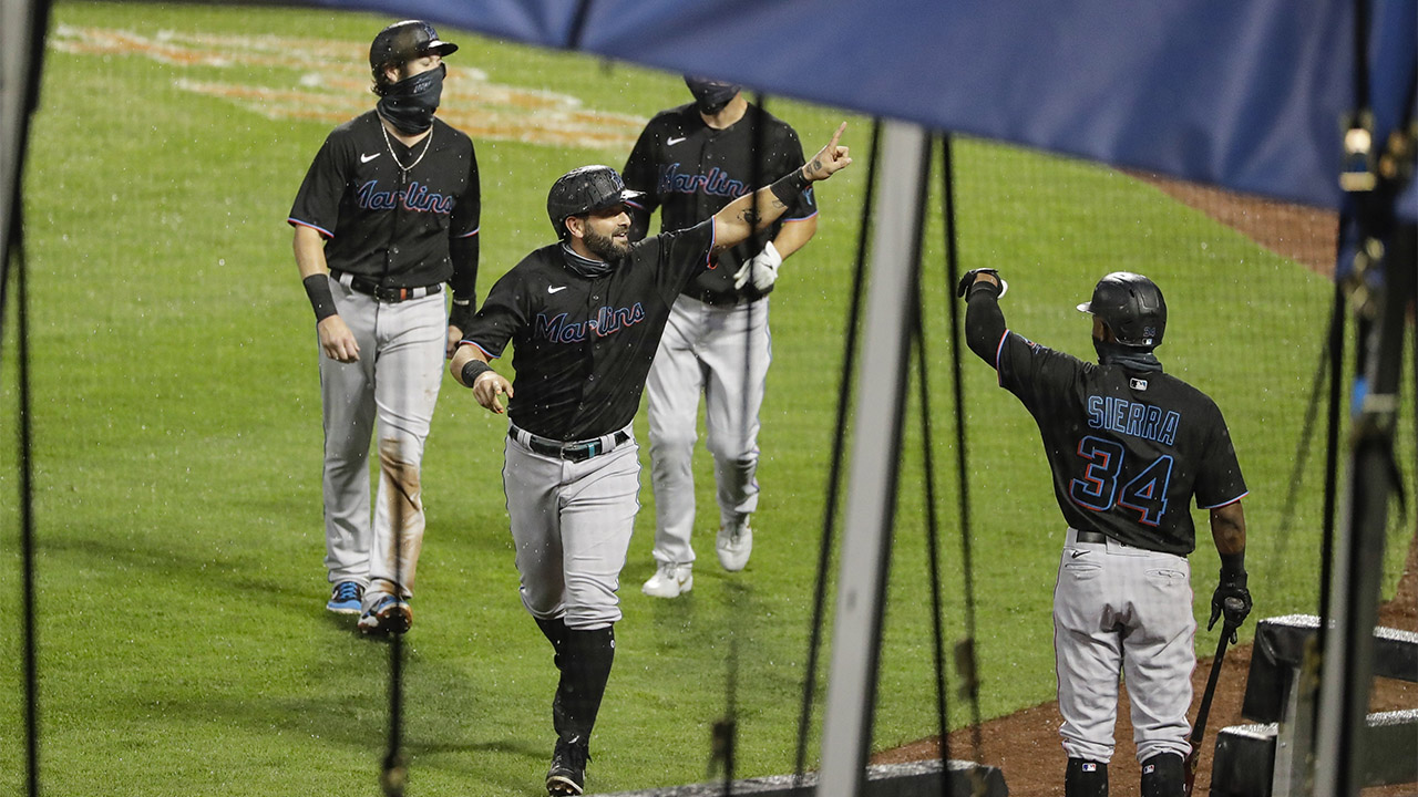 Marlins win again, top Mets 4-3 for 6th straight