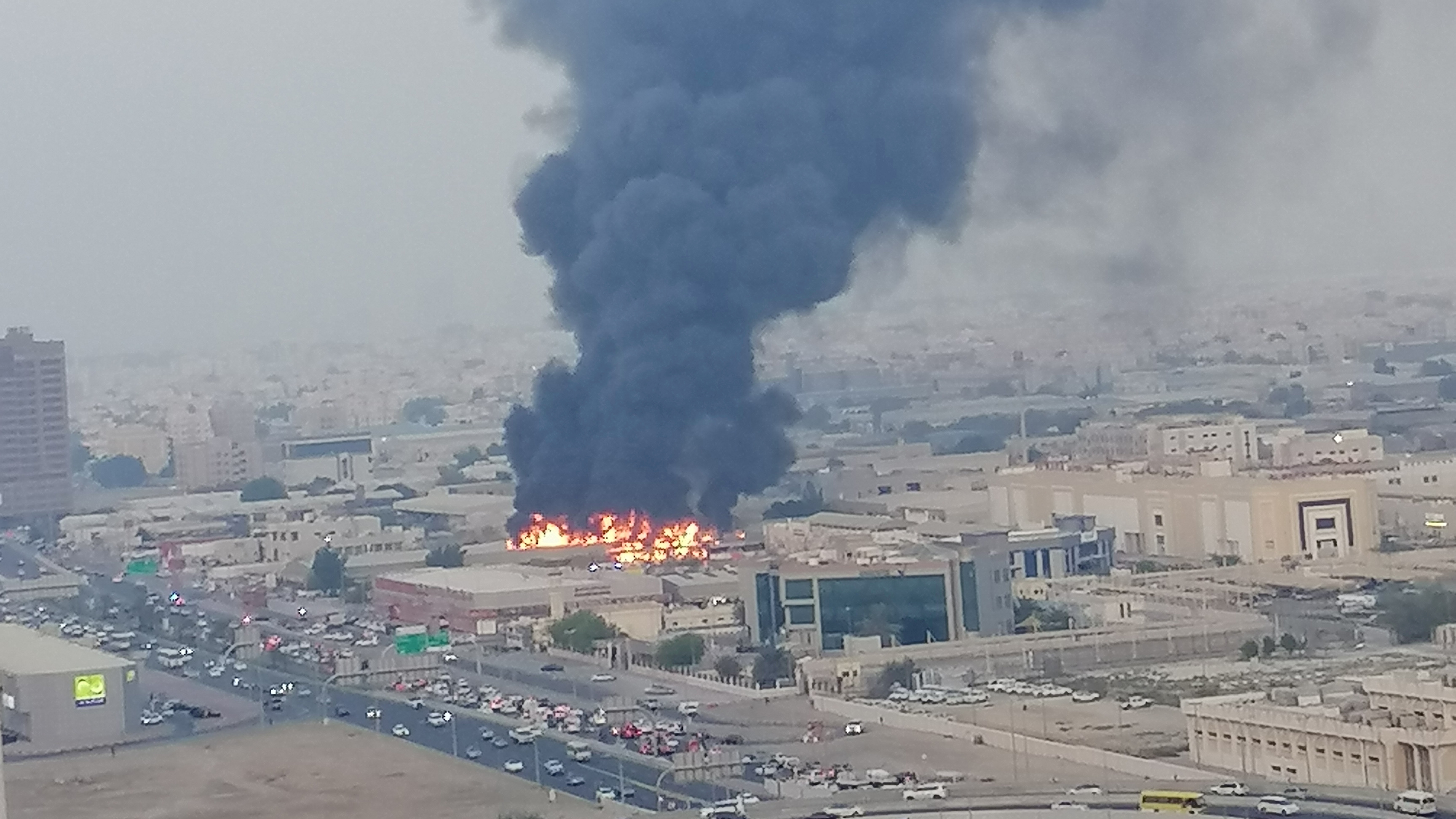 Massive fire breaks out at market in Ajman near Dubai - fox