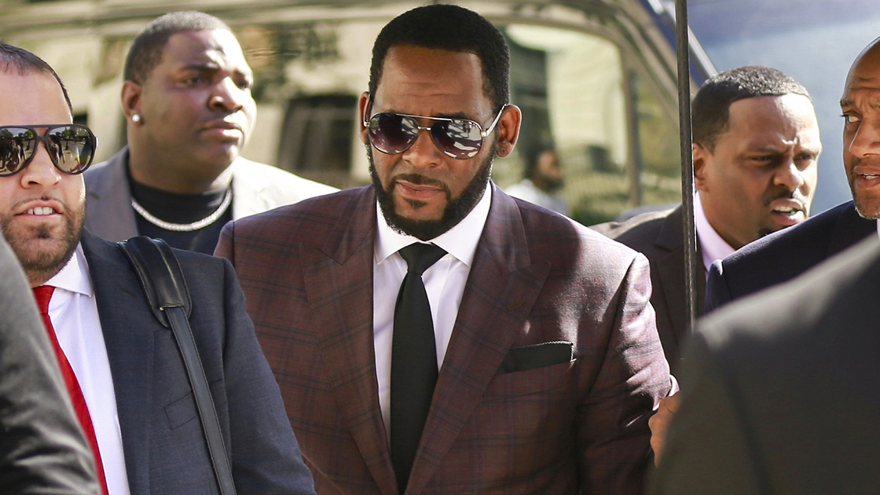 Prosecutors charge 3 alleged R. Kelly accomplices of threatening intimidating accusers – Fox News