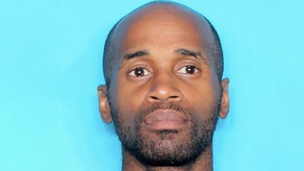 Gunman on the loose amid active shooter situation at Louisiana hospital