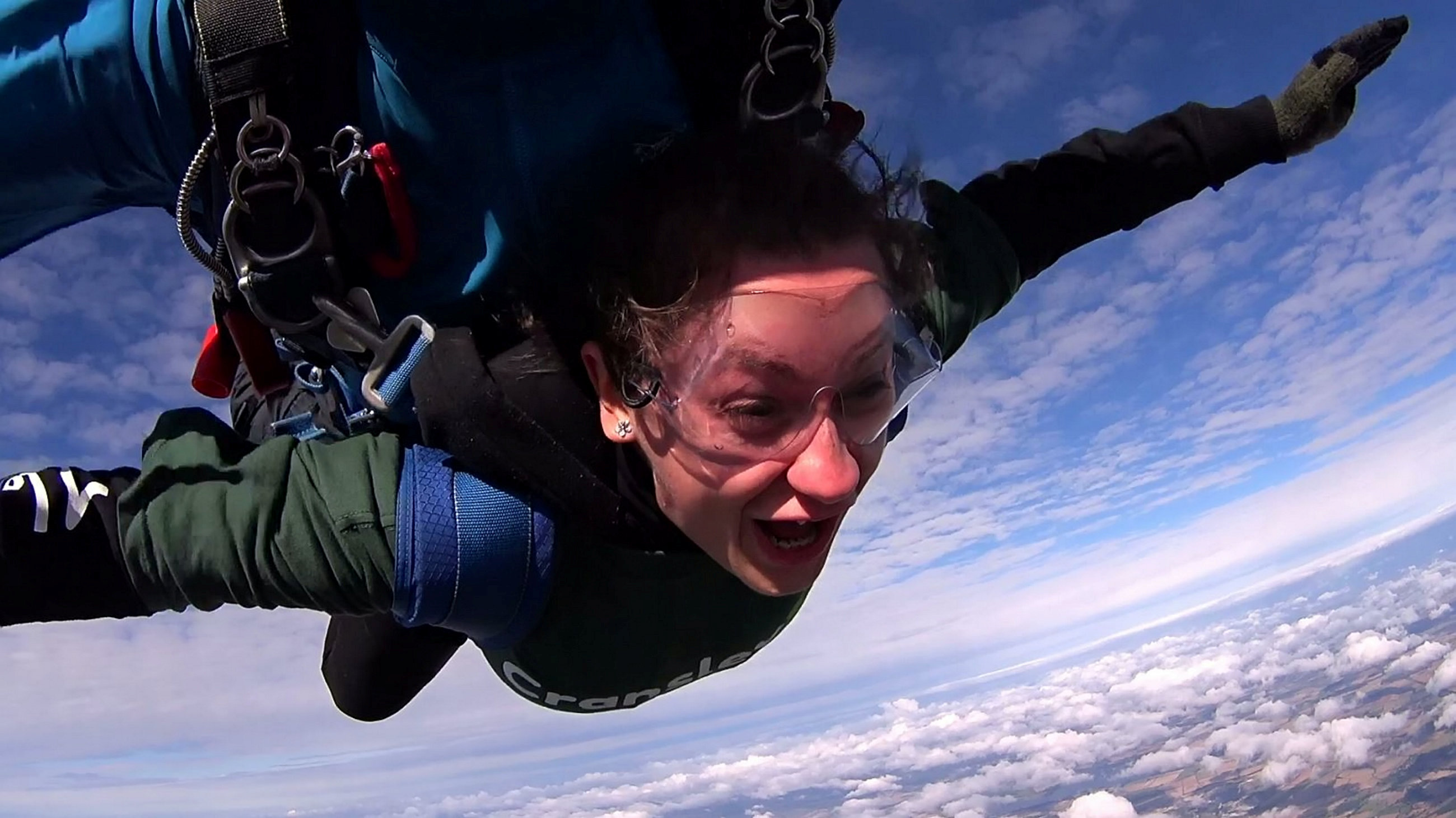 Man proposes to girlfriend after skydiving from 13,000 feet - fox