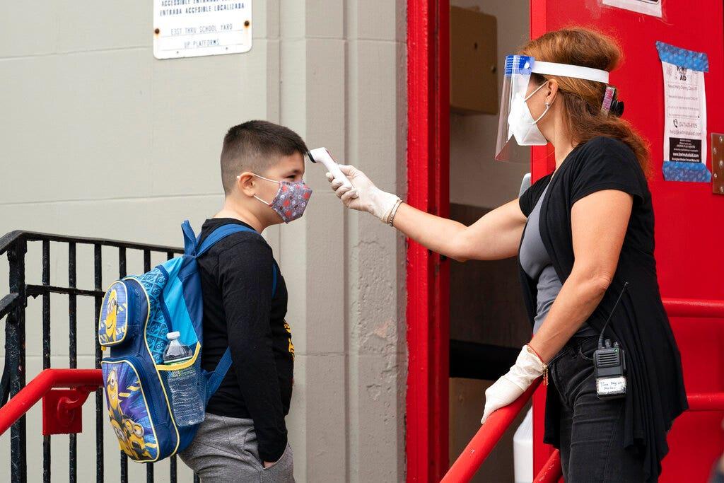 NYC's rising coronavirus infections prompt new fine, school-closure threat - Fox News