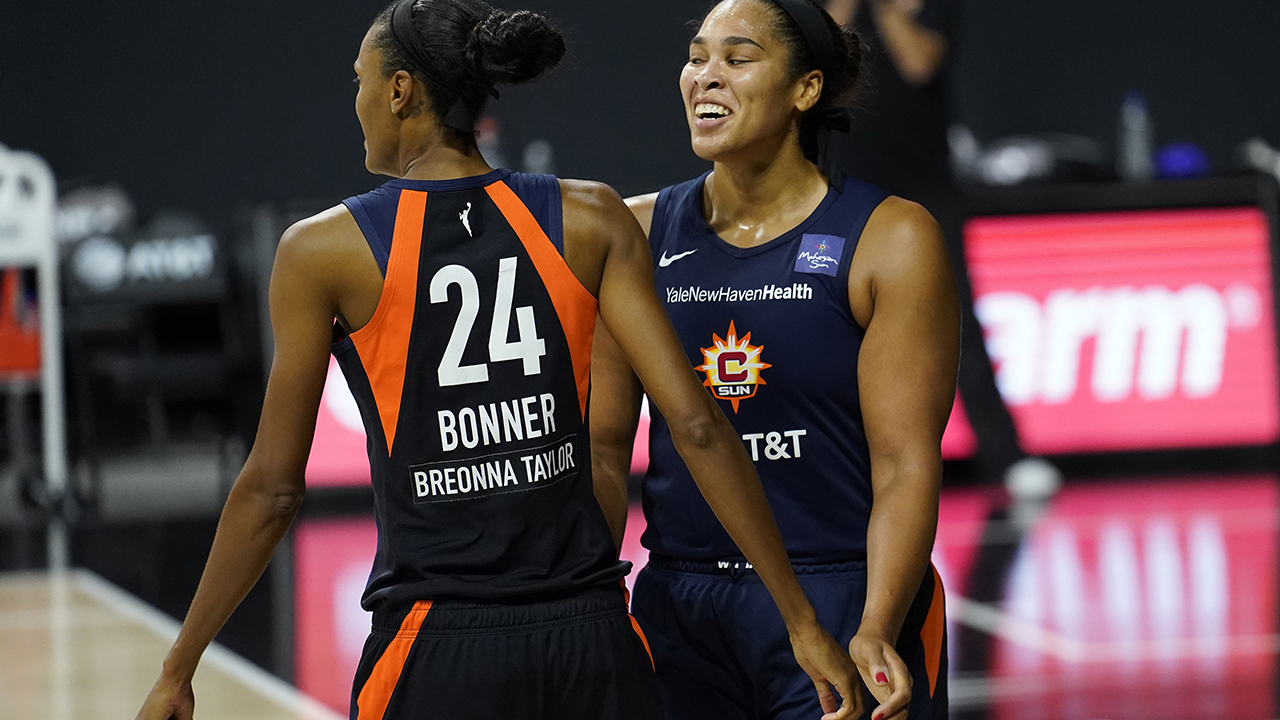 Bonner, Sun loại bỏ Sparks 73-58, tiến vào bán kết