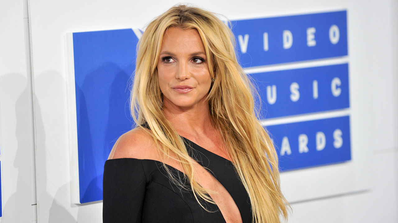 Britney Spears sparks concerns after she dances to ex Justin Timberlake's song in bizarre video