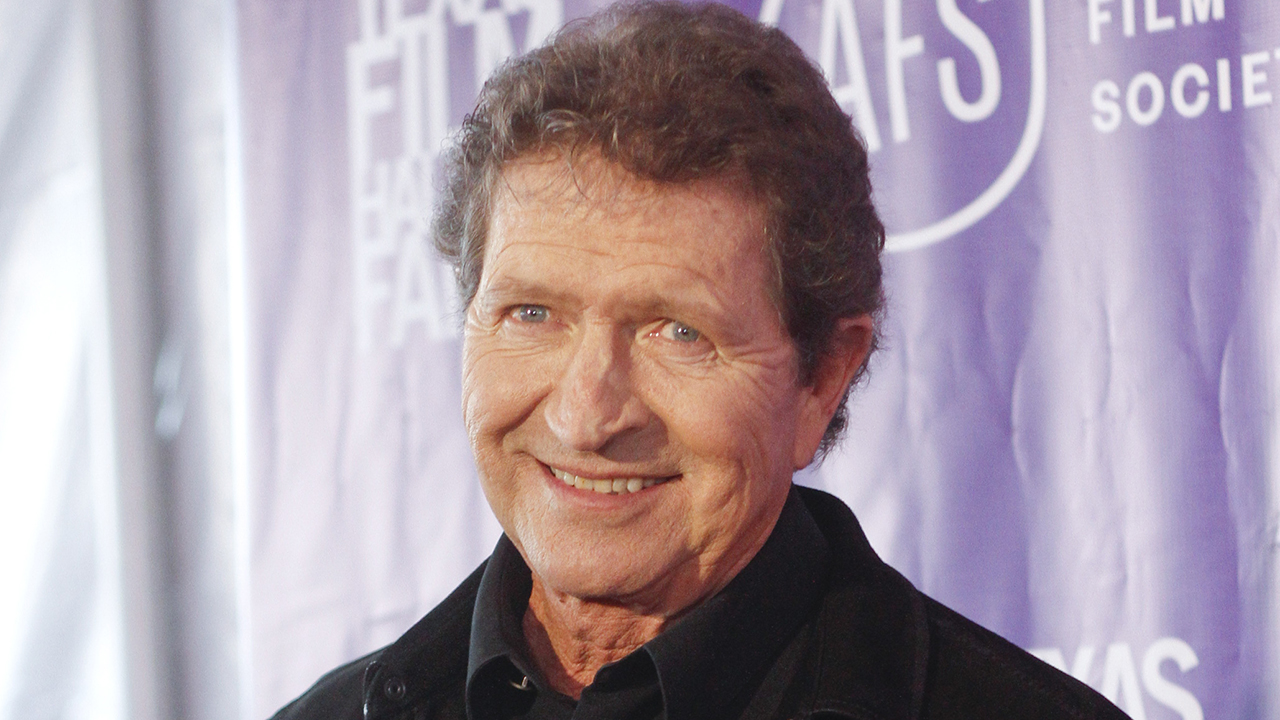 Mac Davis, country singer known for writing popular Elvis Presley hits, dead at 78 thumbnail