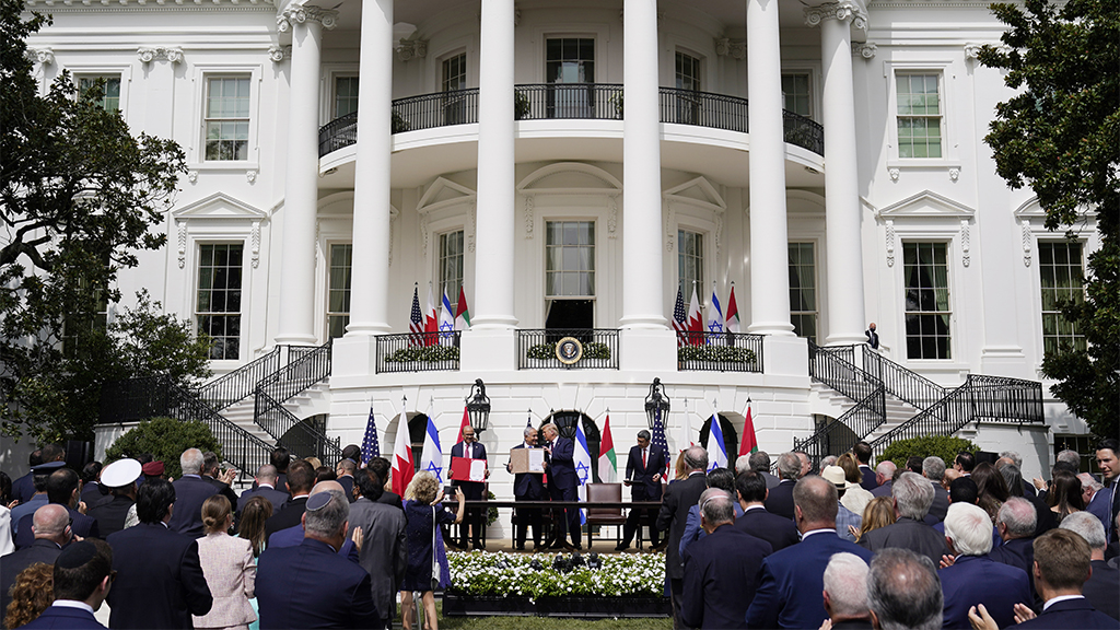 CNN shames Trump's 'large crowd,' 'little social distancing' at WH event marking historic Mideast peace deal thumbnail