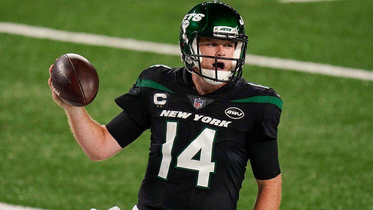 Jets' Douglas praises Darnold, but open to trading QB
