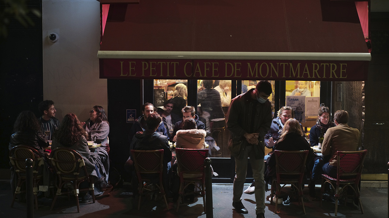 Paris closes all bars amid spike in coronavirus among young people; UK leaves nearly 16000 cases unreported – Fox News