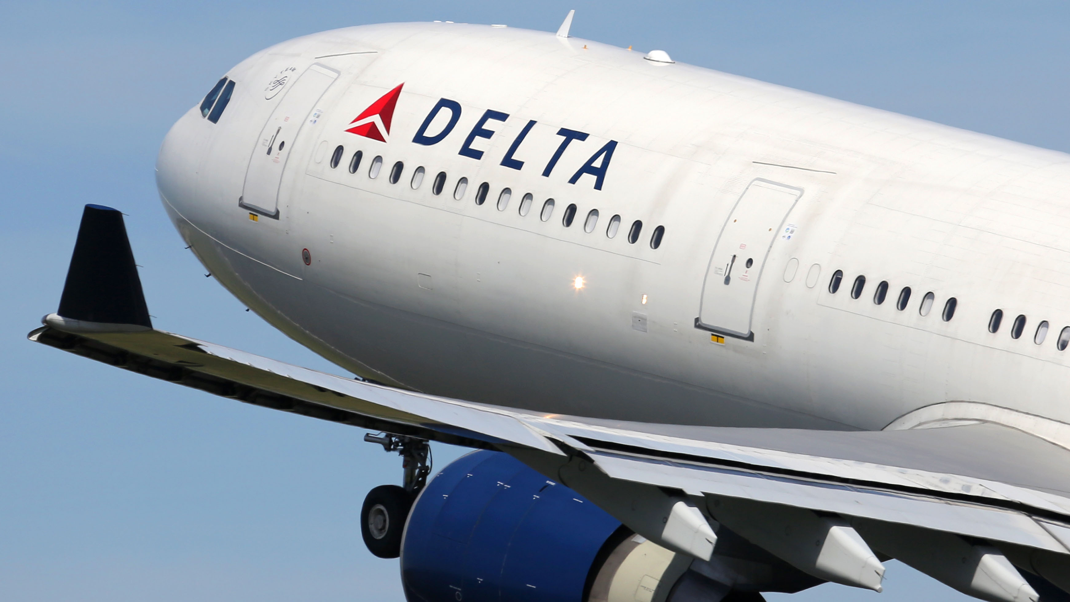 Delta passenger slaps flight attendant during argument over mask policy: report - fox