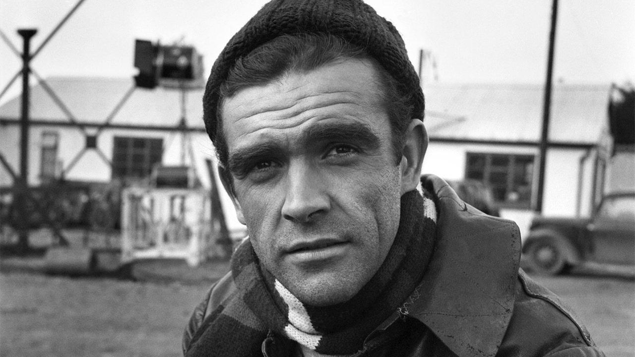 Người nổi tiếng tưởng nhớ Sean Connery sau cái chết của nam diễn viên James Bond ở tuổi 90: 'Huyền thoại màn ảnh thực sự'